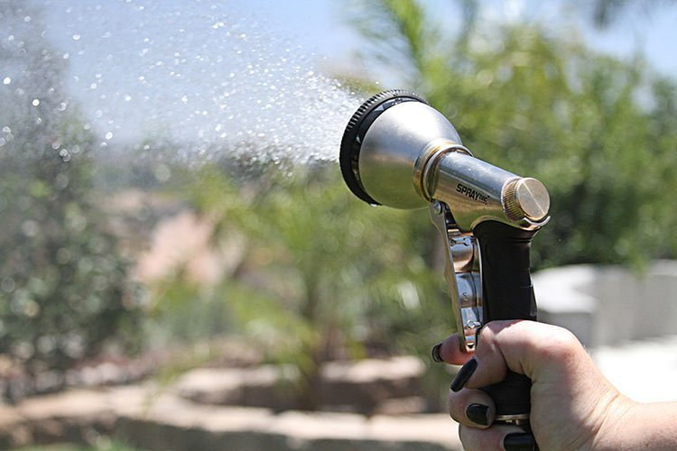 Hose Nozzles and Sprayers: A Complete Buyer\'s Guide