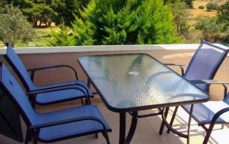 Cleaning a glass table top outdoors