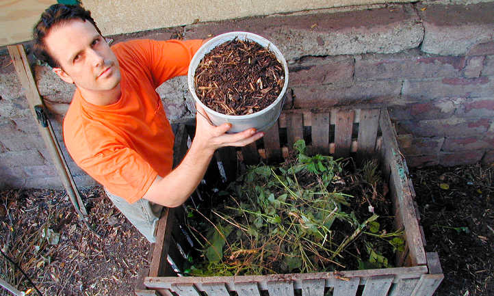 The Perfect Compost Keeper For Your Kitchen